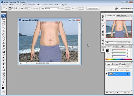 """Cómo eliminar los """"rollitos"""" molestos de una fotografía y marcar abdominales"""