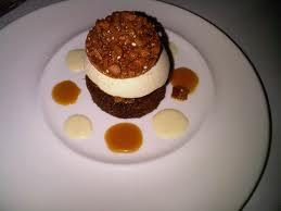 Tarta semiheladade piña al caramelo con mousse de yogur de limón