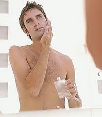 Cómo hacer lociones de hierbas para afeitado y para después del baño
