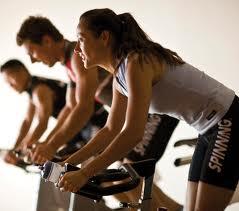 Indoor cycling para perder 800 calorías por sesión