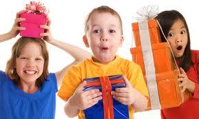 Cómo acertar a la hora de hacer regalos a un niño