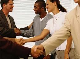 7 pasos para encontrar contactos valiosos para tu negocio