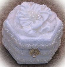 Cómo decorar una caja de alianzas de boda
