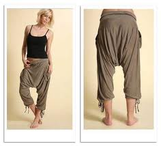Cómo llevar los pantalones harem