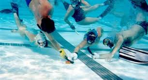 Cómo practicar hockey subacuático