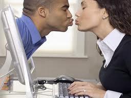 Buscar pareja por Internet: ¿buena o mala idea?