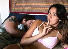 Cómo saber si ella finge sus orgasmos