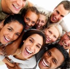 ¿Tener más amigos en Facebook nos hace más felices?