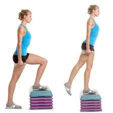 Ejercicios aeróbicos para quemar grasa rápidamente: el step con mancuernas