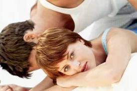 Mujeres que tratan de evitar al amor