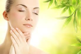 Técnicas de masaje facial para mejorar la piel del rostro