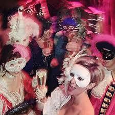 Cómo organizar fiestas temáticas