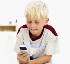 ¿Cuándo comprar un teléfono celular a los niños?