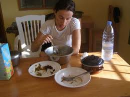 Las desventajas de comer en soledad
