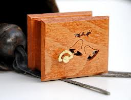 Cómo hacer una caja musical con alhajero