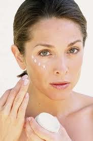 Cómo preparar una crema antiarrugas para contorno de ojos