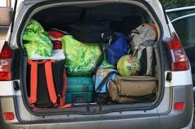 Cómo cargar el equipaje en el auto y viajar más seguros