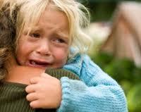 ¿Cómo afecta a los niños ser testigos de hechos delictivos?