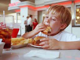 Los niños y la comida chatarra