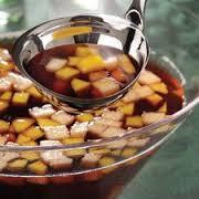 Cómo hacer un ponche de frutas para Halloween