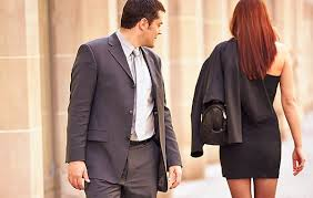 ¿En qué se fijan las mujeres en los hombres?