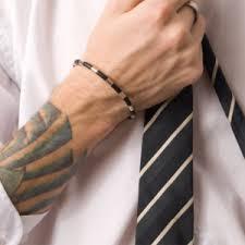¿Cómo afecta un tatuaje a tu imagen laboral?