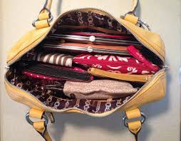 11 formas creativas de organizar bolsos y carteras