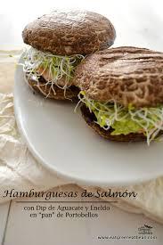 Hamburguesas de salmón en portobellos