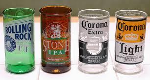 ¿Cómo hacer vasos con botellas de vidrio?