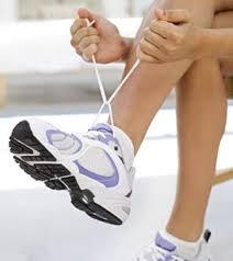 ¿Cómo ajustar los cordones de la zapatilla?