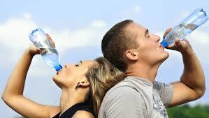 ¿Cómo beber agua para adelgazar?