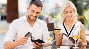 ¿Quién debe pagar en una cita?