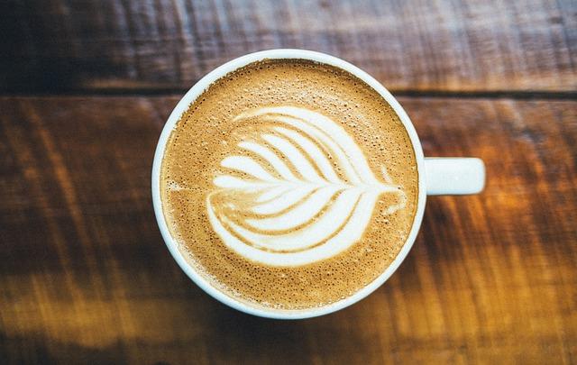 ¿Cómo preparar latte sin una máquina?