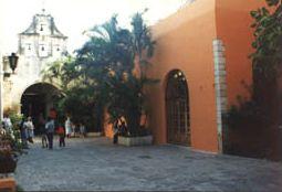 Yucatán y Los Majestuosos Conventos Del Siglo XVI